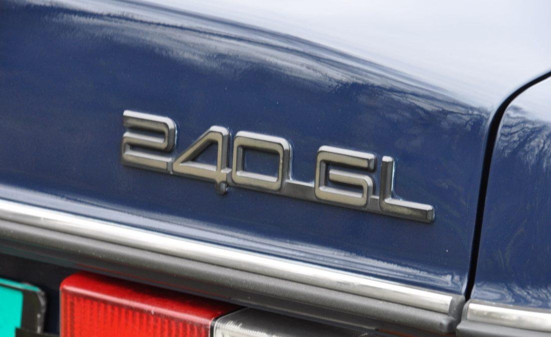 OpenRoad_Classic_Cars_Volvo_240GL_B230F_Blauw (23)