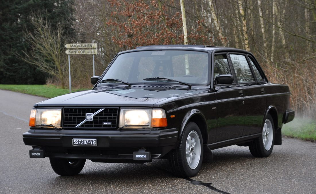 OpenRoad_Classic_Cars_Volvo_240_Turbo (2)