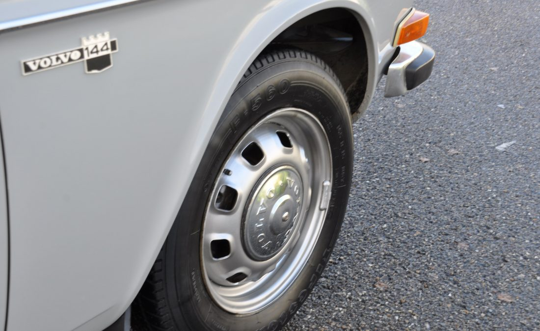 OpenRoad_Classic_Cars_Volvo_144_De_Luxe_B20 (7)