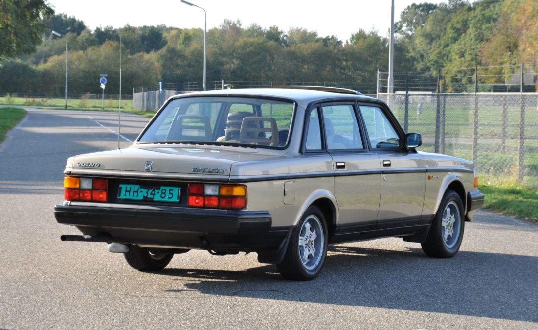 OpenRoad_Classic_Cars_Volvo_240GLT_B230F_116PK (5)
