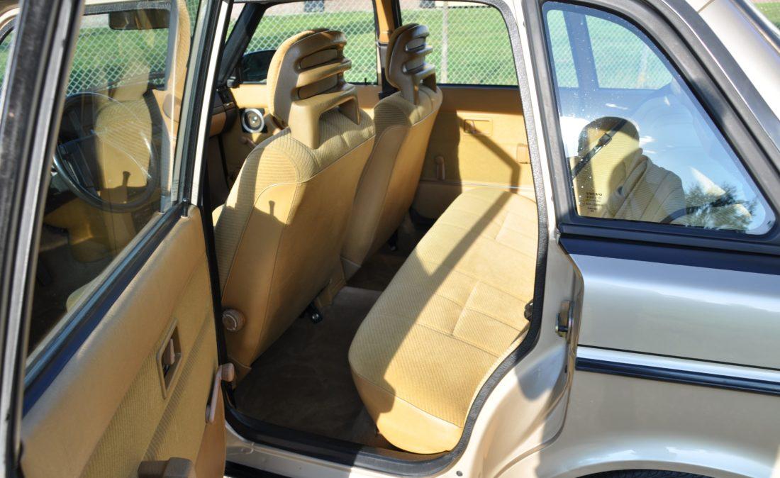 OpenRoad_Classic_Cars_Volvo_240GLT_B230F_116PK (8)