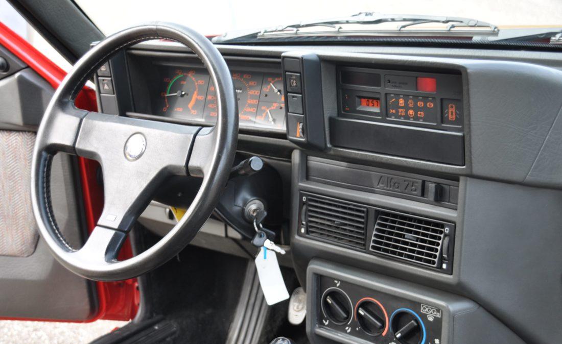 OpenRoad_Classic_Cars_Alfa75_3 (18)