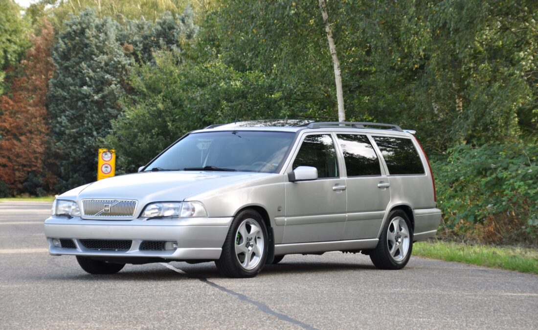 OpenRoad_Classic_Cars_Volvo_V70R (2)
