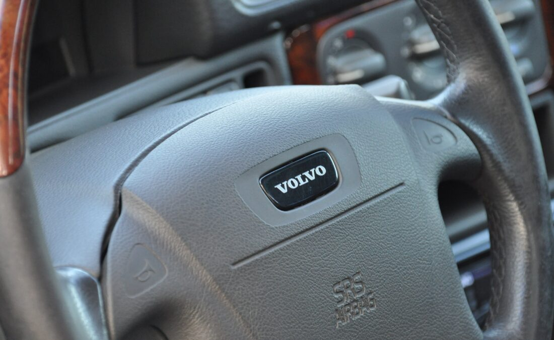 OpenRoad_Classic_Cars_Volvo_V70R (22)