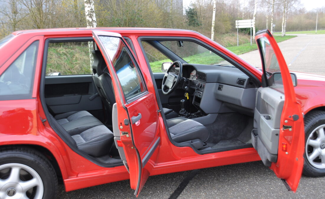 OpenRoad_Classic_Cars_Volvo_850_GLT (9)