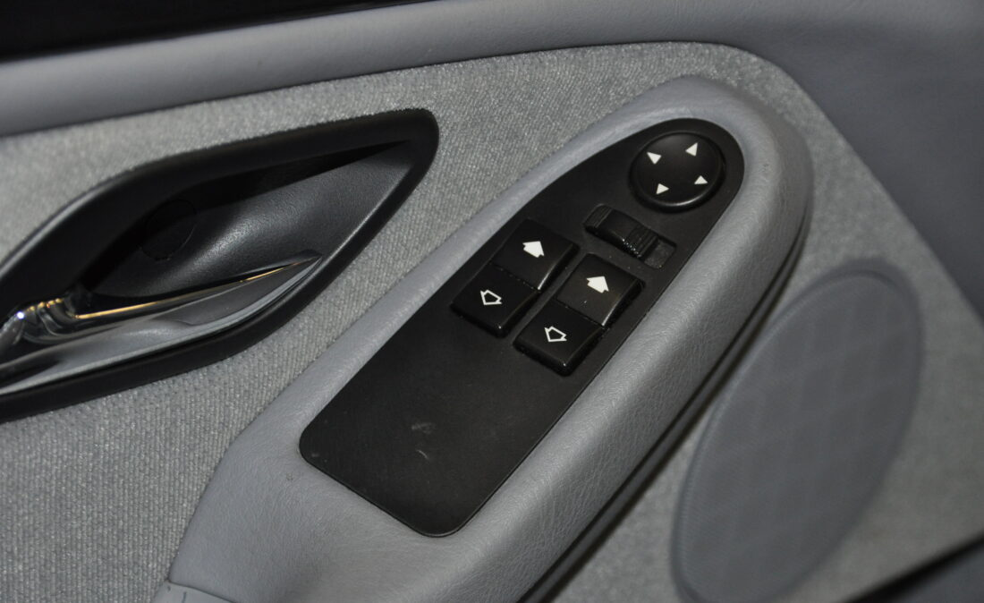 BMW_523i_E39_OpenRoad_Classic_Cars (12)