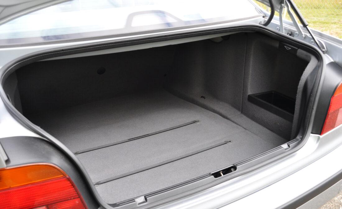 BMW_523i_E39_OpenRoad_Classic_Cars (19)