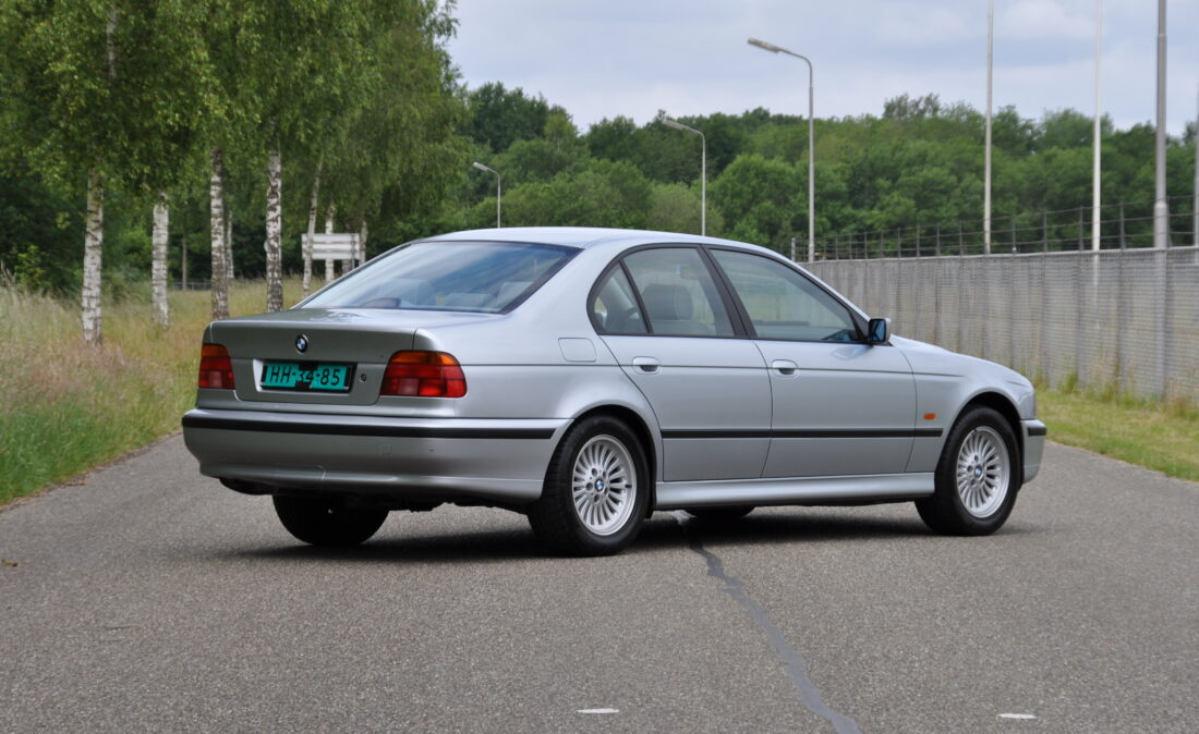 BMW_523i_E39_OpenRoad_Classic_Cars (3)