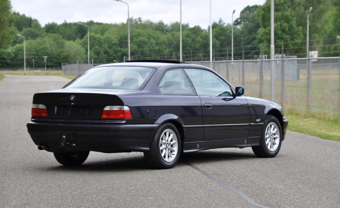 OpenRoad_Classic_Cars_BMW_E36_320i_Coupe (A1) (2)